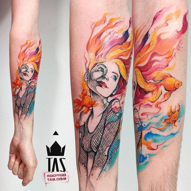 Delirium... #rodrigotas #tas #usoelectricink #electricink #dotworktattoo #pontilhismo #watercolortattoo #aquarela #delirium #deliriumtattoo #sandman #sandmantattoo #girltattoo #tattoo2me #tattoaria #tattoodesign #tattoodo #tattooartistmagazine #tattooistartmag #thebesttattooartists #tattooculturemagazine #inspirationtatto #tattrx #tattoocollectors #equilattera #inkedmag #tattoo2me