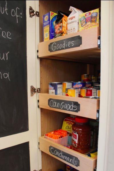 <p>De ese modo, no solo maximizarás el uso del espacio sino que podrás llenar tu despensa con alimentos sin que se pierdan al fondo, como se observa en el blog Remodelando la Casa. – Foto: remodelandolacasa.com </p>