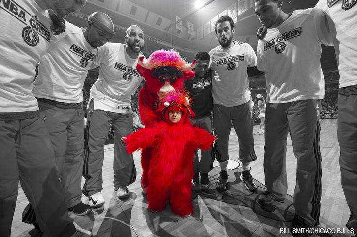 #MakeAWish recipient Noah Stuart heads up the pre-game huddle with Benny the Bull before #TORvsCHI. #SeeRed
