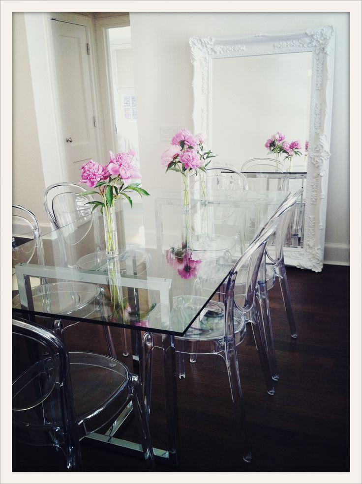 ghost con mesa de vidrio con estructura cromada