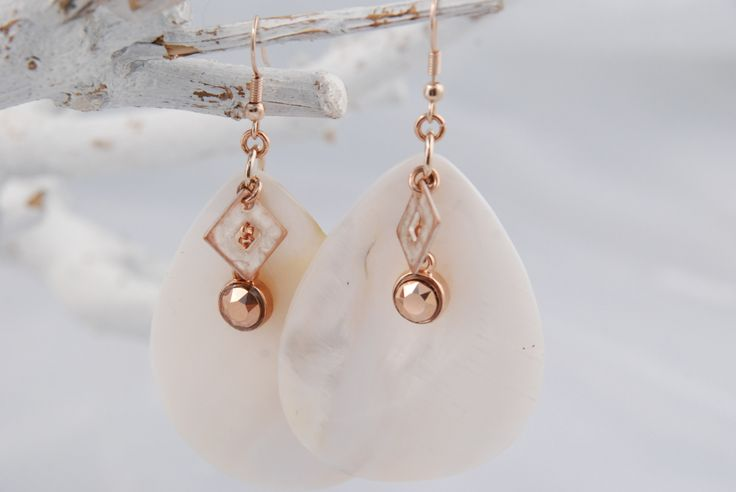 Rose gold mother of pearl earrings