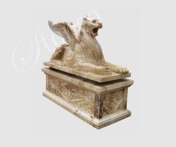 Skrzydlaty lew - rzeźba z kamienia