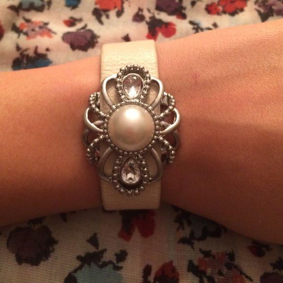 ⬛️▪️BLACK FRIDAY▪️⬛️ Lia Sophia Bracelet Used. Leather like, with pearl and crystal like stones. Beautiful bracelet! 7 inches. Lia Sophia Jewelry Bracelets