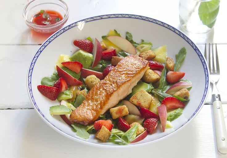 Sommerlaks med jordbærsalat