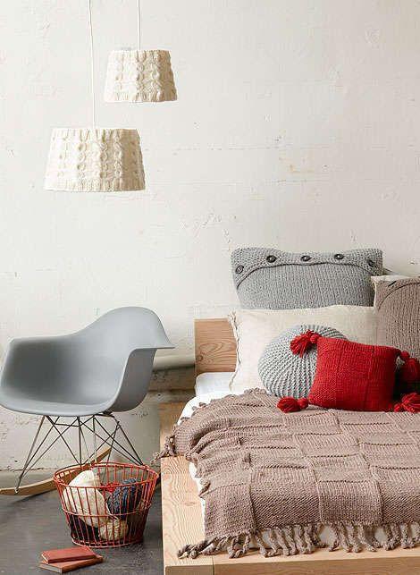 Gehaakte woonaccessoires  ♥ Woontrendz #knitted #Retro #slaapkamer