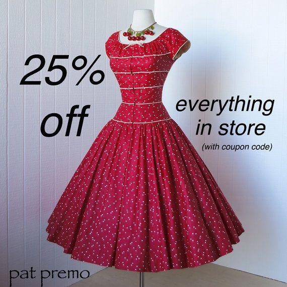 марочное 1950-х годов платье ... фантастический дизайнер PAT PREMO красный и кремовый полированный хлопок полный круг юбка стиле пин-ап коктейль платье