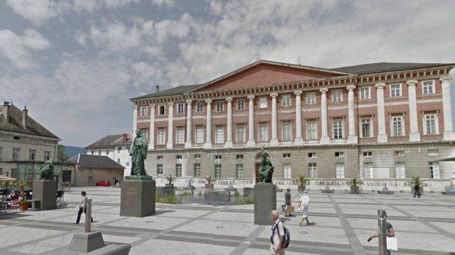 Deux hommes condamnés à 2 ans de prison pour avoir agressé un policier à Aix-les-Bains en 2013 - Franceinfo