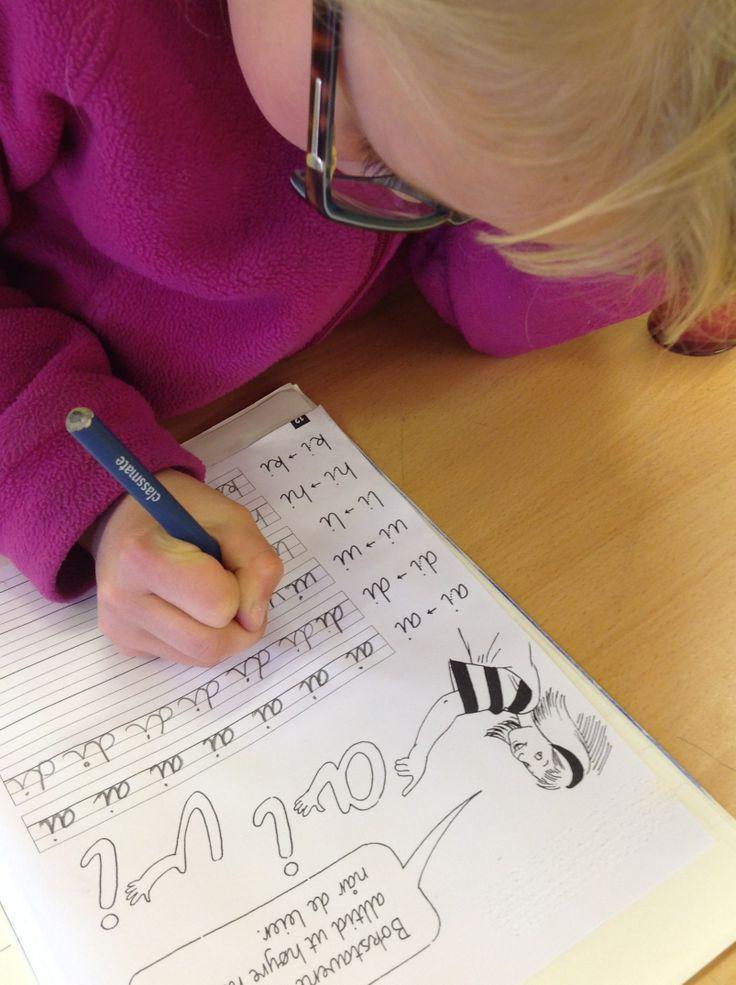 PY 2&3 Uke 17: Vi har startet å lære sammenhengende skrift og elevene var svært entusiastiske:) De ville faktiske ikke stoppe når de var ferdige, men ha enda flere øvelser, og i nesten en hel klokketime kunne vi høre knappenåler falle i klasserommet. Så konsentrert jobbet de:)!