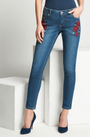 Jeansy skinny z kwiatowym haftem