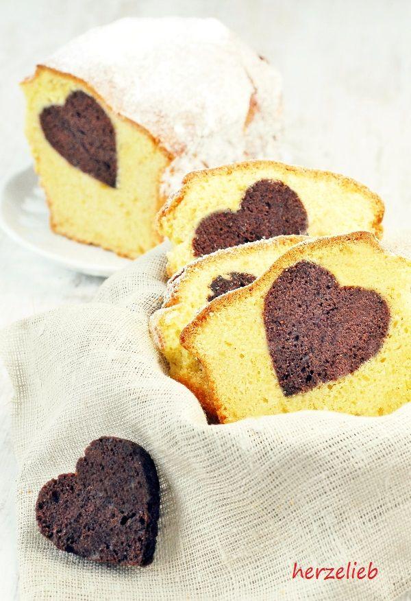 Dieser Kuchen mit Herz wird nach dem Rezept für einen einfachen Sandkuchen zubereitet. http://herzlieb.de