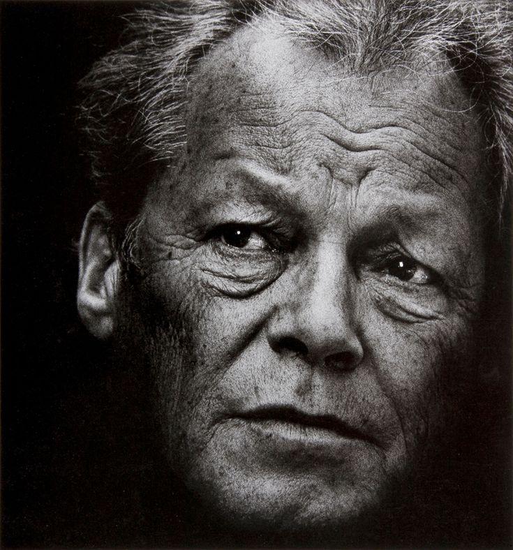 Willy Brandt - Am 18. Dezember 1913 wurde in Lübeck Herbert Ernst Karl Frahm geboren. 1933 floh er vor den Nationalsozialisten nach Norwegen und war fortan Willy Brandt.