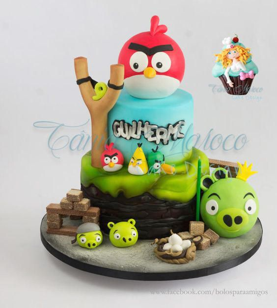 Angry Bird cake ideas! Such a creative and detailed work, for sure, this cake will amaze your guest at your Angry Birds party! - Cake by Tania Maroco.