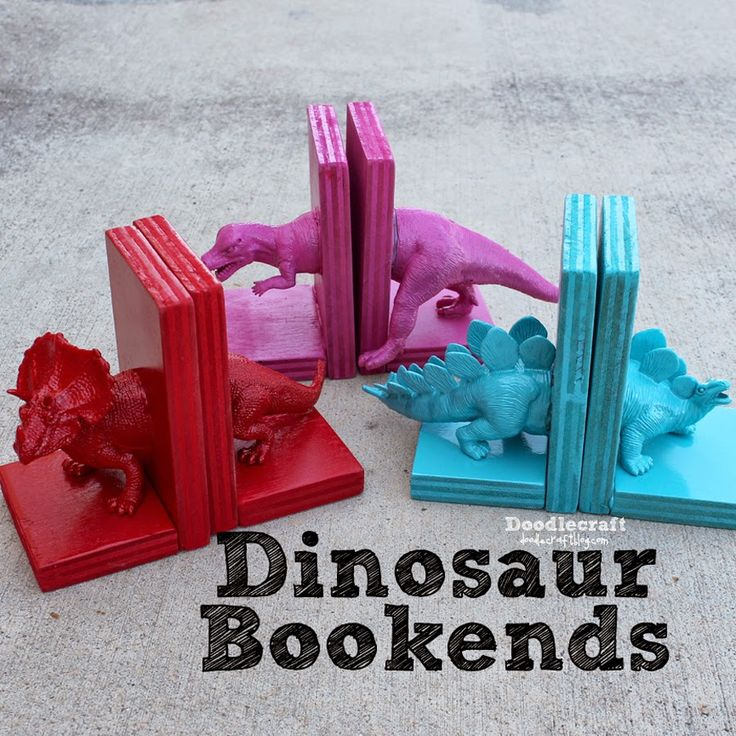 Dinosaur Bookends with Hot Glue! from: http://www.doodlecraftblog.com/2013/09/dinosaur-bookends-with-hot-glue.html