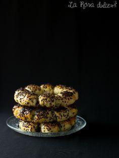 Anillos de hojaldre rellenos de crema de cacao sin lactosa