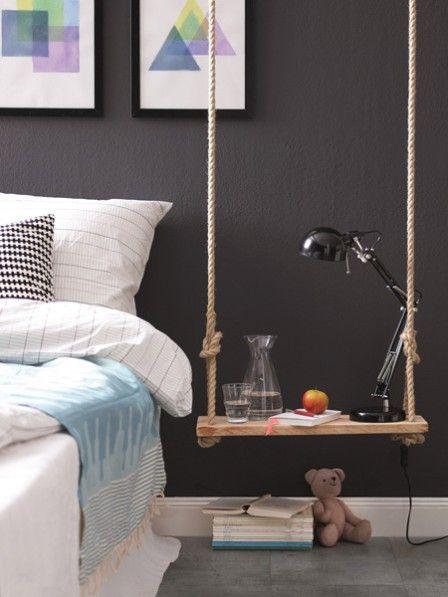 Süße, verspielte Idee für einen Nachttisch am Bett. Schaukel als Abstellmöglichkeit. >> Ein Nachttisch der ganz besonderen Art #diy #interior