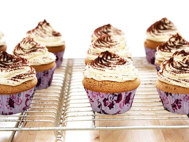 Rezept für Tiramisu-Cupcakes mit Espresso und Mascarpone-Frosting