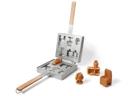 自製「小傢俬」用另一個角度去欣賞家具,原因是為了反映現時家具市場供求不衡的問題。