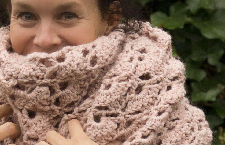 Een heerlijk warme sjaal, zelfgem(h)aakt. Hoe is het 'zover' gekomen? Incl. patroon.