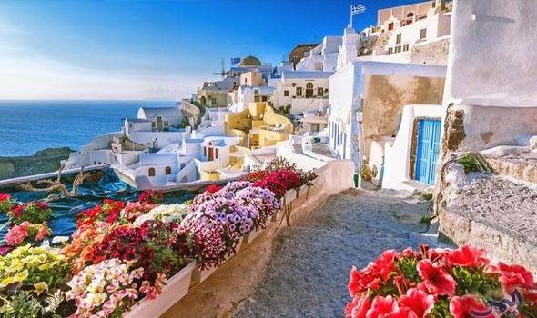 جزيرة سانتوريني اليونانية قبلة السائحين وهواة الغوص Santorini Greece Santorini Holidays Scenic Views
