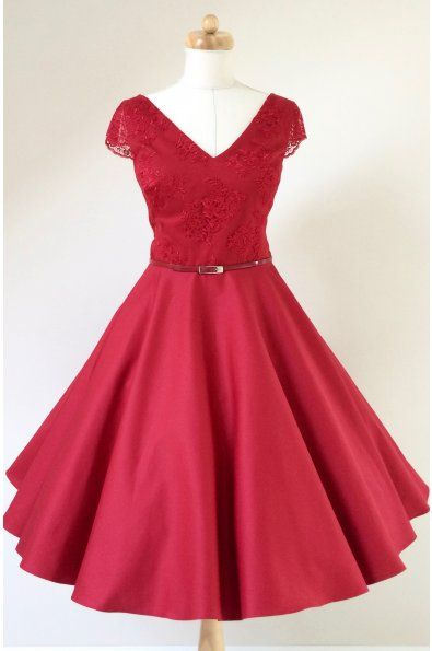 Krátké červené společenské šaty LOREN s krajkou - více barev hlubší V výstřih protažený na ramena krátké krajkové rukávky materiál je bavlněný satén a krajka kolová sukně 65 cm dlouhá, zip na zádech
