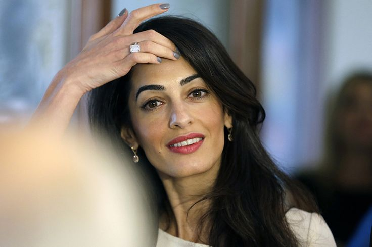 Anel de noivado da Amal Clooney, avaliado em 750 mil dólares (Créditos: Divulgação)