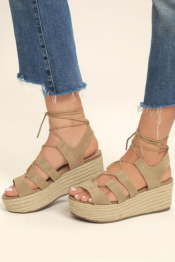 The Steve Madden Brayla Sand Suede Leather Espadrille Wedges capture all of our favorite trends! A strappy genuine suede leather upper (with peep toe) is joined by rounded laces that wrap and tie above the ankle.