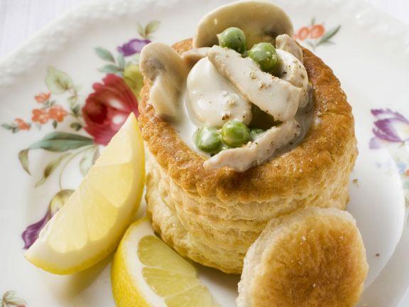 Kleine Blätterteigpasteten mit Champignongemüse ist ein Rezept mit frischen Zutaten aus der Kategorie Pastete. Probieren Sie dieses und weitere Rezepte von EAT SMARTER!