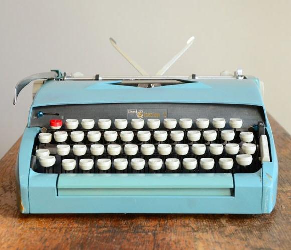 Vintage Sears Typewriter - Uncovet: Seared Typewriters, Baby Blue, Color, Vintage Wardrobe, Than, Writers Revolutions, Vintage Typewriters, Vintage Seared, Blue Vintage