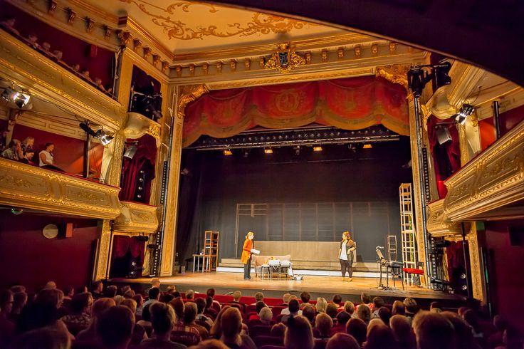 Åbo Svenska Teater - Maistiaisia syksyn ohjelmistosta Kauppakeskus Hansassa Taiteiden yönä 14.8.2014.
