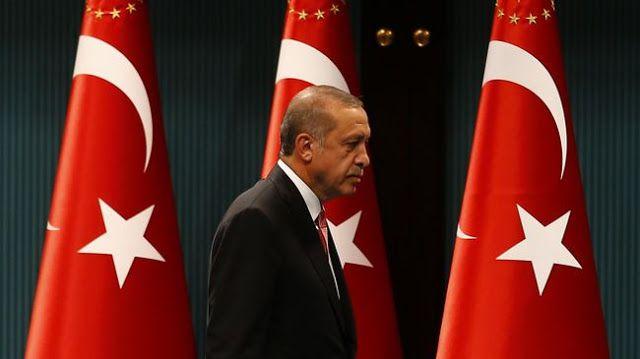 Perubahan konstitusi kekuasaan Erdogan menguat  Parlemen Turki meloloskan peraturan yang memungkinkan presiden untuk tetap menjadi anggota partai. (REUTERS/Umit Bektas)  Parlemen Turki menyepakati langkah kunci yang memungkinkan presiden tetap menjadi anggota partai dan mengeluarkan dekrit. Langkah ini dianggap oposisi bisa membuat pemerintah menjadi otoriter. Tiga pasal yang disetujui itu memungkinkan presiden mempertahankan hubungan dengan partai politiknya dan mempertegas kekuasaan…