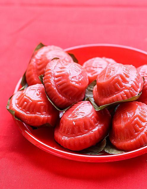 Ang Koo Kueh by raspberri cupcakes, via Flickr • ang ku kueh • ang ku kue • Indonesia • makan manis • sweet • dessert • riawati