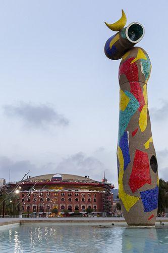 """Escultura """"Dona i ocell"""" de #Miró en el Parque Joan Miró, detrás de las Arenas de #Barcelona http://www.viajarabarcelona.org/lugares-para-visitar-en-barcelona/placa-espanya/ #Catalunya"""