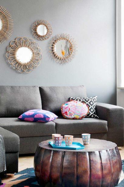 »Power Ethno« |  Ikat-Teppiche in kräftigen Farben, Kissen mit Folklore-Prints, Flechtkörbe und dunkle Holzmöbel – jedes Teil versprüht einen eigenen Souvenircharme.
