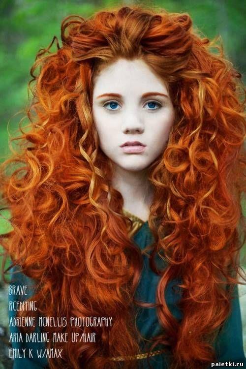 Ярко-рыжие локоны густых длинных волос