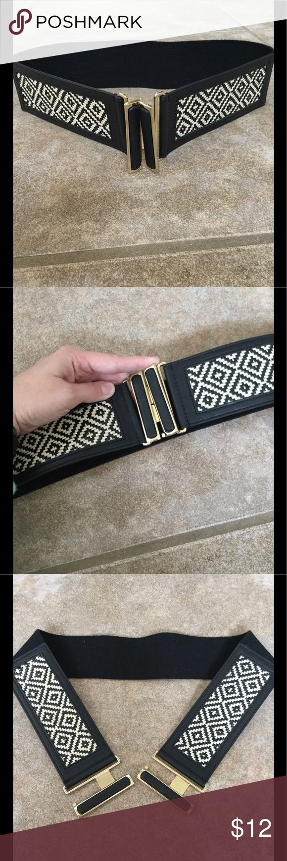 🌟 NWOT The Limited Black & White Stretch Belt NWOT black & white woven patterned stretch belt with faux leather trim and a gold hook closure. Perfect piece to add a little something extra for a plain dress or top. Meant to be worn under bust. The Limited Accessories Belts