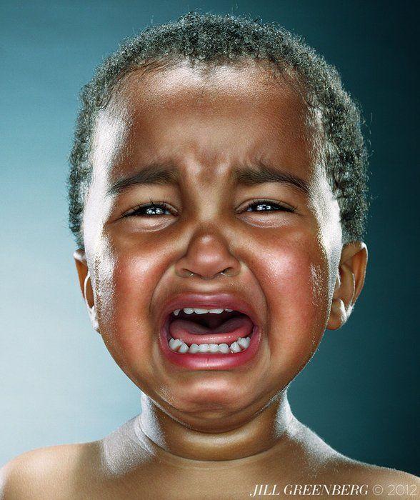 Comment faire pleurer des gamins et en faire des portraits poignants ? La photographe Jill Greenberg a une astuce : donnez leur une sucette, et retirez la de leur bouche au bout de quelques secondes.