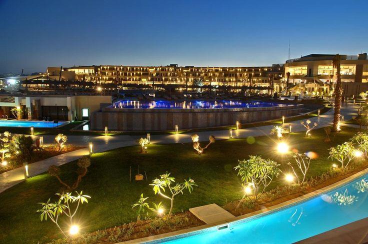 UAH2 154 Курортный отель Sensatori Sharm El Sheikh расположен на курорте Шарм-эль-Шейх. К услугам гостей открытый и крытый бассейны, фитнес-центр и собственный...