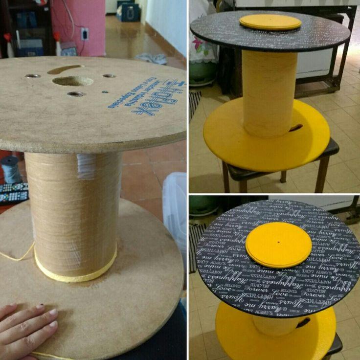 Mesinha de centro cm carretel, customizada cm barbante e papel de presentes