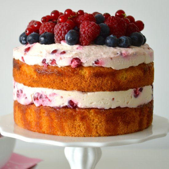 Berry Mascarpone Cake: a midsummer night's dream – layer by layer, spoon by spoon.