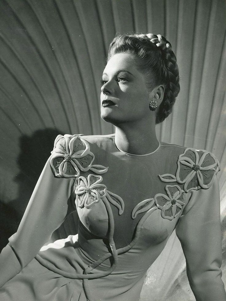 Todays 1940s hair and makeup inspiration from Alexis Smith (June 8, 1921 – June 9, 1993)