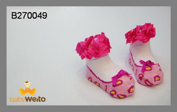 B270049  Kaos kaki untuk umur 0-6m  Bahan halus dan lembut  Warna sesuai gambar  IDR 35*