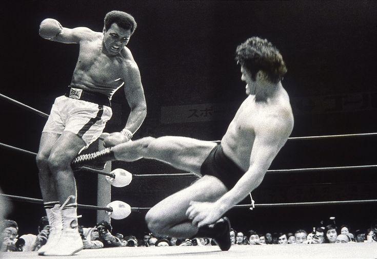 Antonio Inoki e Muhammad Ali  http://www.ilpost.it/2013/02/01/foto-darchivio-12/ali-v-inoki/