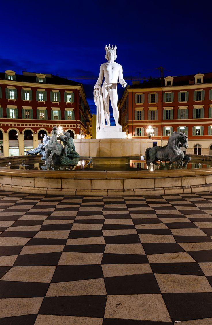 La Fontaine du Soleil sur la Place Masséna, Nice, Côte d'Azur, France