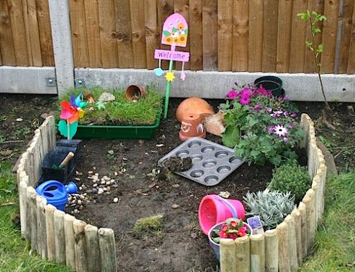 Very simple backyard design ideas for kids  | http://backyard-designs-ideas.blogspot.com/2014/03/very-simple-backyard-design-ideas-for.html