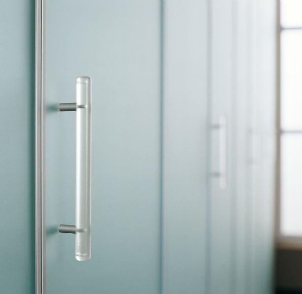 BADROOM - centri camerette specializzati in camere e camerette per ragazzi - Armadio con 8 ante a battente con specchio silver e profilo in ...