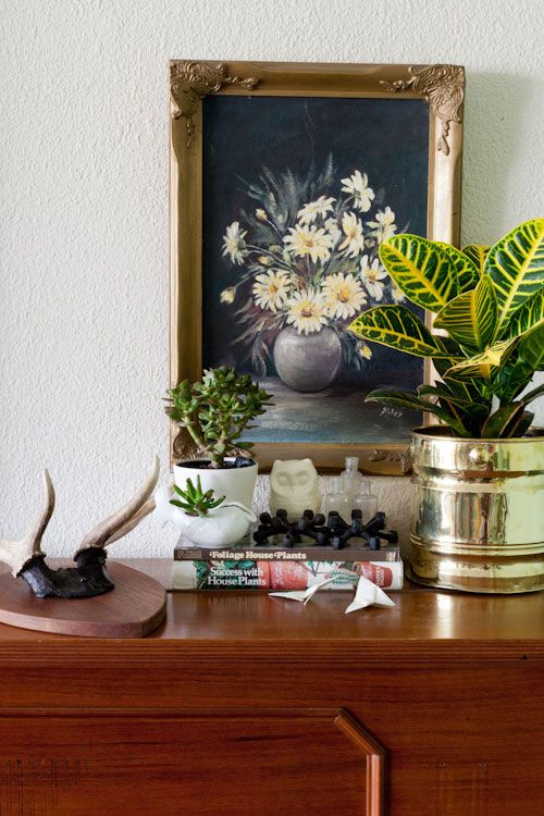 reminds me so much of my own trinket-filled home and style. love thisBrass Pots, Floral Painting, Bloggers Matte, Allison Inspiration, South Africa, Matte Allison, Sneak Peek, Peace In The Home Plants, Indoor Plants