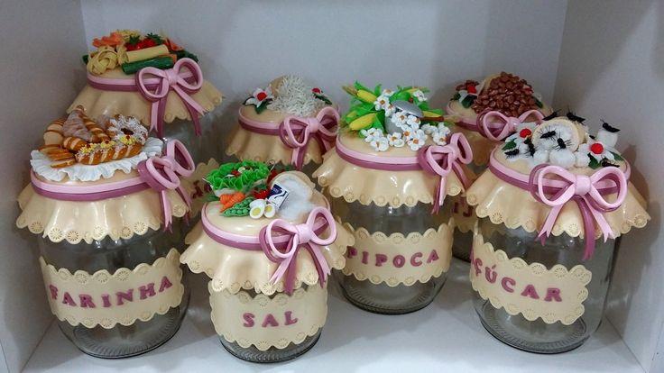 Potes decorado em biscuit <br>Conjunto com 7 potes