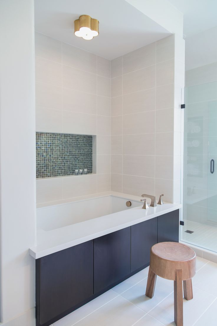 Bathroom remodel; bathtub niche; glass tile; shampoo niche; wood stool | Interior designer: Carla Aston / Photographer: Tori Aston