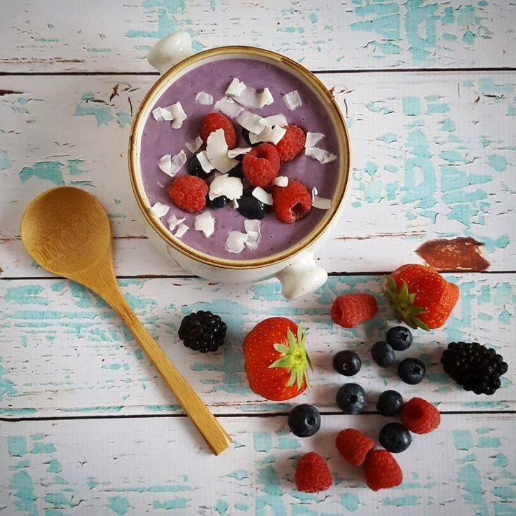Smoothiebowl met frambozen en bosbessen - lekker en gezond als ontbijt!