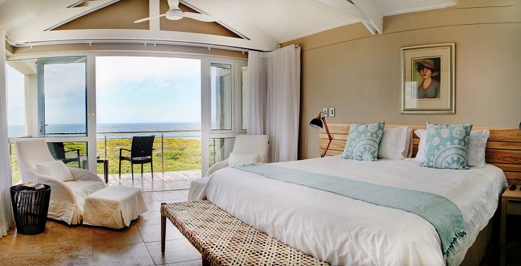 Wake up to the soothing sounds of the ocean, watch the whales from your bedrooms in one of the best whale watching spots in Hermanus. #whales #hermanus #AbaloneLodge